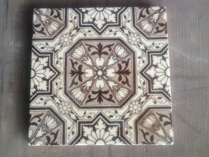 single Victorian Bold pattern tile c1890 $60